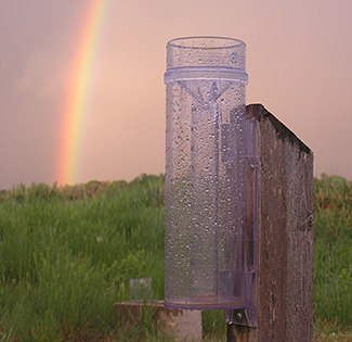 A plastic rain gauge used in the Community Collaborative Rain, Hail, and Snow Network. Photo: Henry Reges/CoCoRaHS